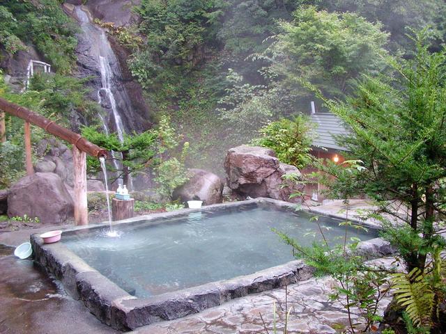 bains japonais histoire de la baln oth rapie au japon. Black Bedroom Furniture Sets. Home Design Ideas